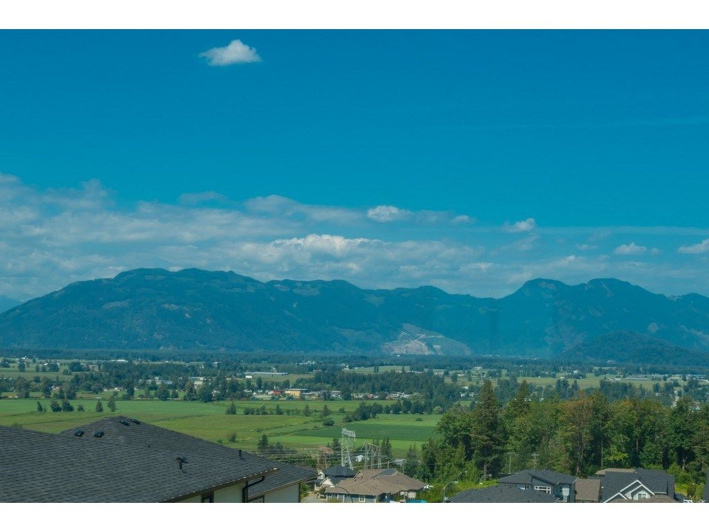 Photo 2: Photos: 51165 LUDMILA Place in Chilliwack: Eastern Hillsides House for sale : MLS®# R2487023