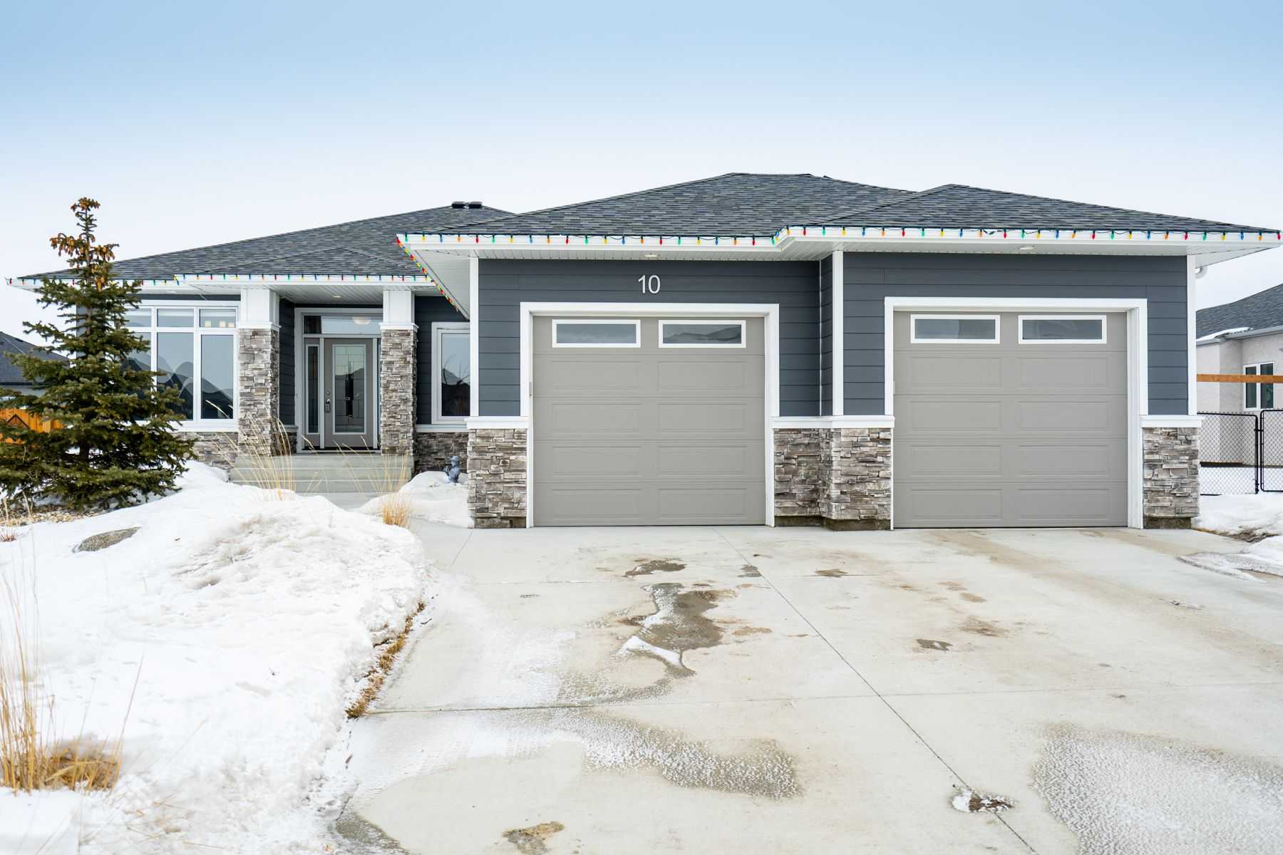 Main Photo: 10 Dovetail Crescent in Oak Bluff: RM of MacDonald House for sale (R08)  : MLS®# 202004140