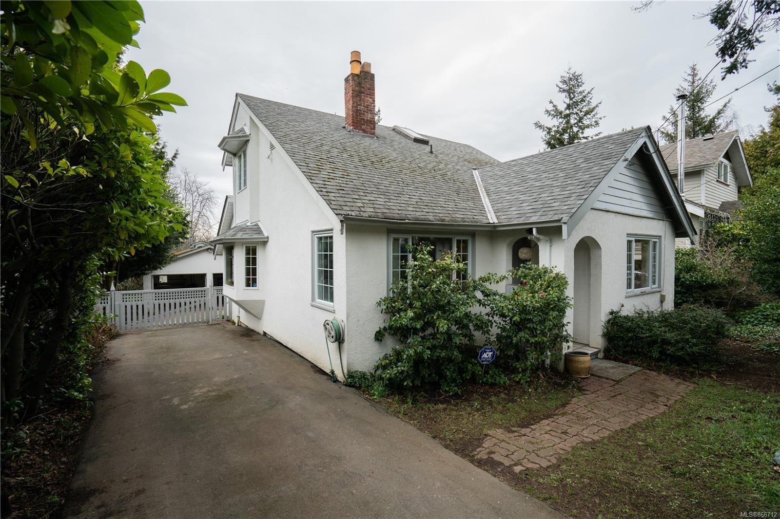 Main Photo: 3242 Wicklow St in : SE Maplewood House for sale (Saanich East)  : MLS®# 866712