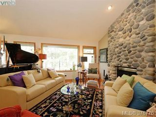 Photo 2: 980 Perez Dr in VICTORIA: SE Broadmead House for sale (Saanich East)  : MLS®# 756418