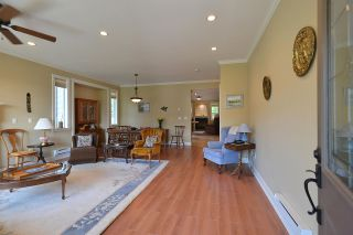 Photo 4: 866 AURORA Way in Gibsons: Gibsons & Area House for sale (Sunshine Coast)  : MLS®# R2387004