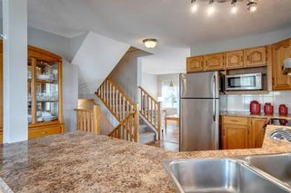 Photo 6: 33 SILVERGROVE Close NW in Calgary: Silver Springs Row/Townhouse for sale : MLS®# C4300784