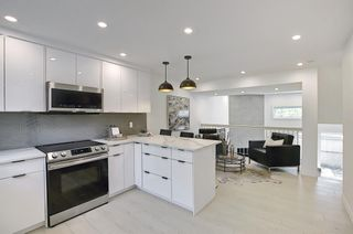 Photo 12: 64 Glamis Gardens SW in Calgary: Glamorgan Row/Townhouse for sale : MLS®# A1112302