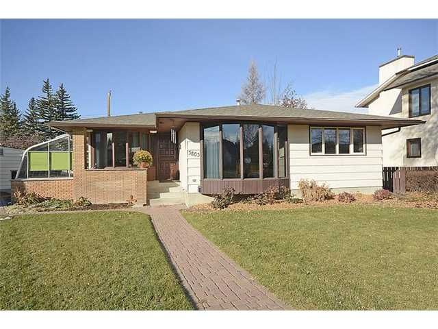 Main Photo: 3803 BROOKLYN Crescent NW in Calgary: Brentwood_Calg Residential Detached Single Family for sale : MLS®# C3642649