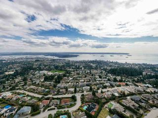 Photo 2: 1425 BRAMWELL Road in West Vancouver: Chartwell House for sale : MLS®# R2561158