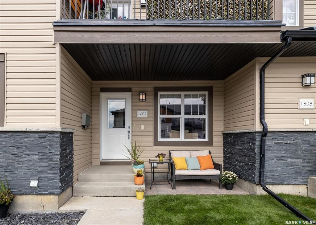 Main Photo: 1607 1015 Patrick Crescent in Saskatoon: Willowgrove Residential for sale : MLS®# SK869813