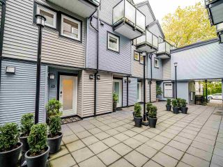 "Photo 3: 13 888 W 16TH Avenue in Vancouver: Fairview VW Townhouse for sale in ""LAUREL MEWS"" (Vancouver West)  : MLS®# R2510599"