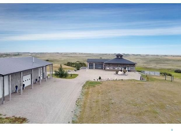 Main Photo: RM of Moose Jaw Acreage in Moose Jaw: Residential for sale (Moose Jaw Rm No. 161)  : MLS®# SK867718
