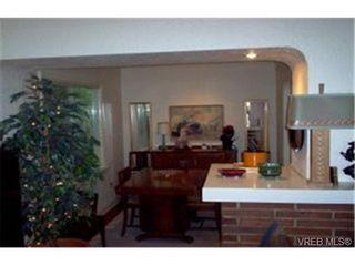 Photo 2: 1079 Finlayson St in VICTORIA: Vi Mayfair House for sale (Victoria)  : MLS®# 325243