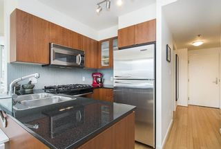 Photo 3: 509 822 SEYMOUR Street in Vancouver: Downtown VW Condo for sale (Vancouver West)  : MLS®# R2580424
