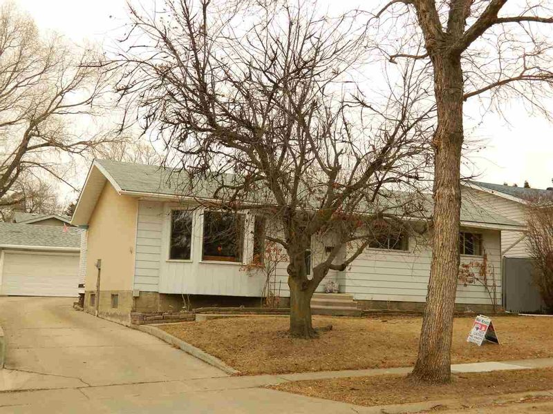 FEATURED LISTING: 34 Langley Avenue St. Albert