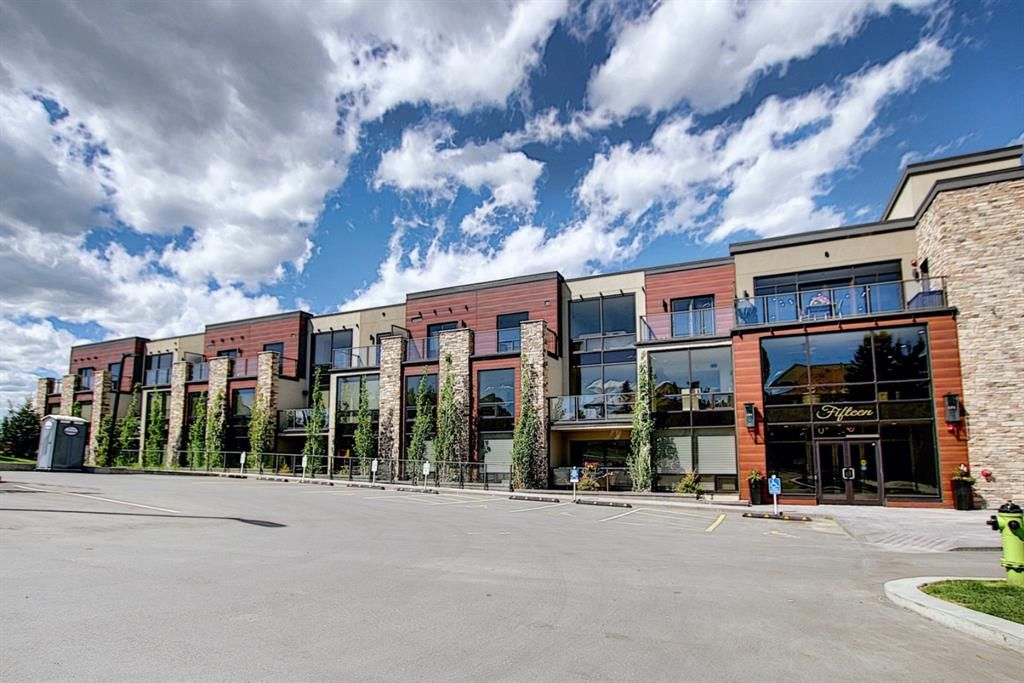 Main Photo: 317 15 Cougar Ridge Landing SW in Calgary: Patterson Apartment for sale : MLS®# A1121388