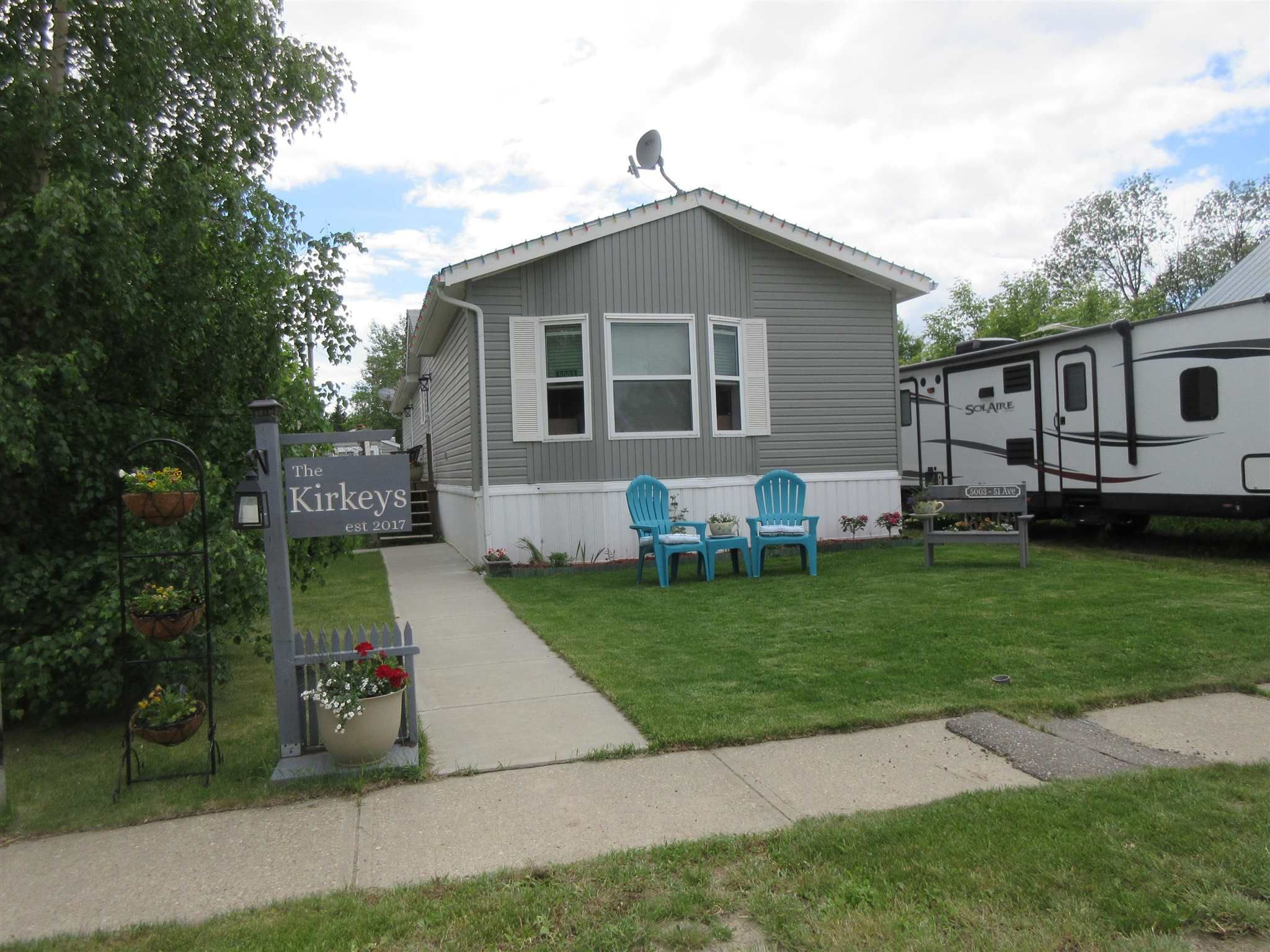 Main Photo: 5003 51 Avenue: Newbrook House for sale : MLS®# E4251526
