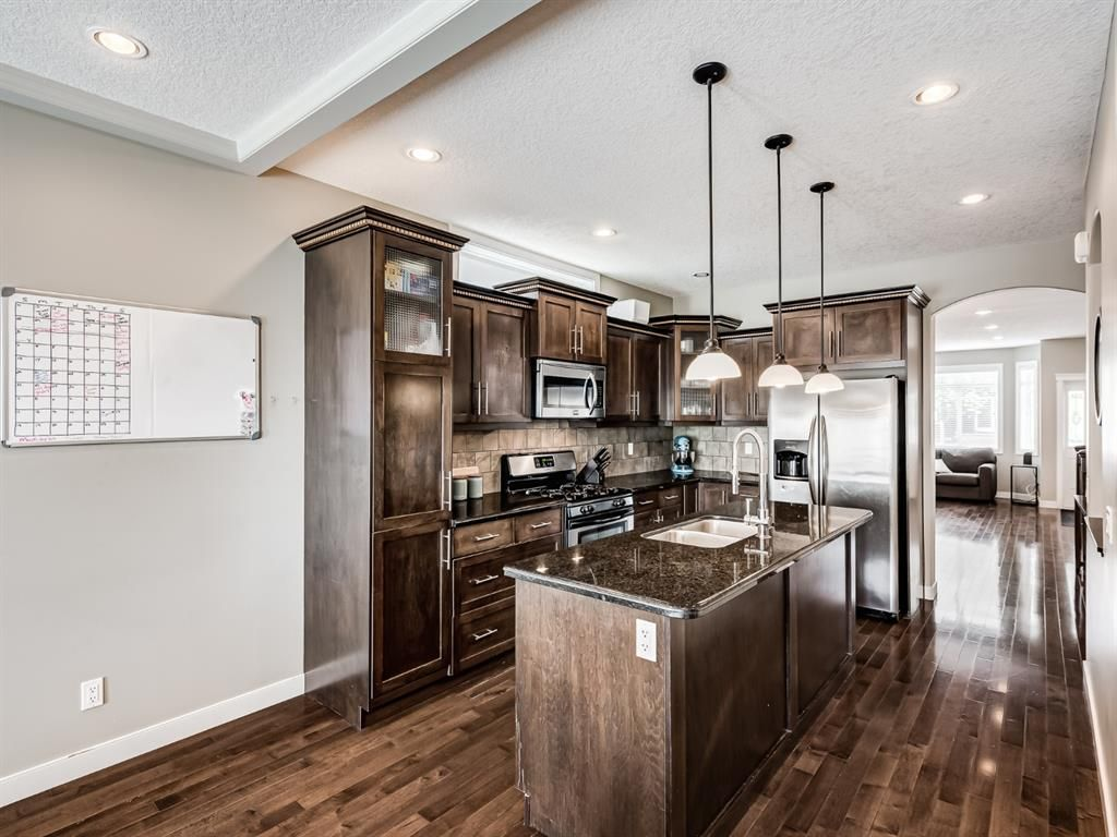 Main Photo: 2219 32 Avenue SW in Calgary: Richmond Detached for sale : MLS®# A1129175