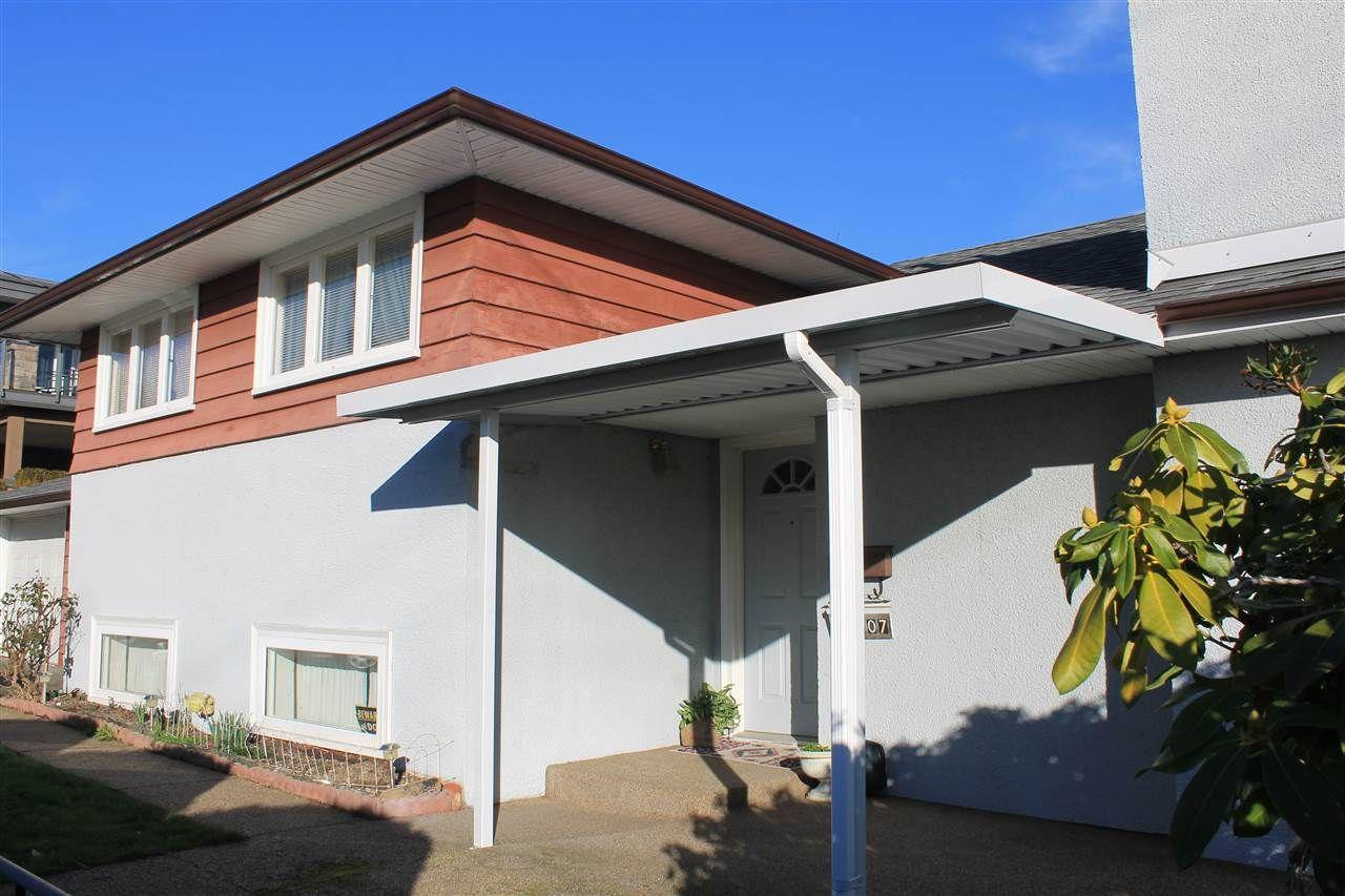 "Photo 4: Photos: 15607 BUENA VISTA Avenue: White Rock House for sale in ""White Rock"" (South Surrey White Rock)  : MLS®# R2032992"