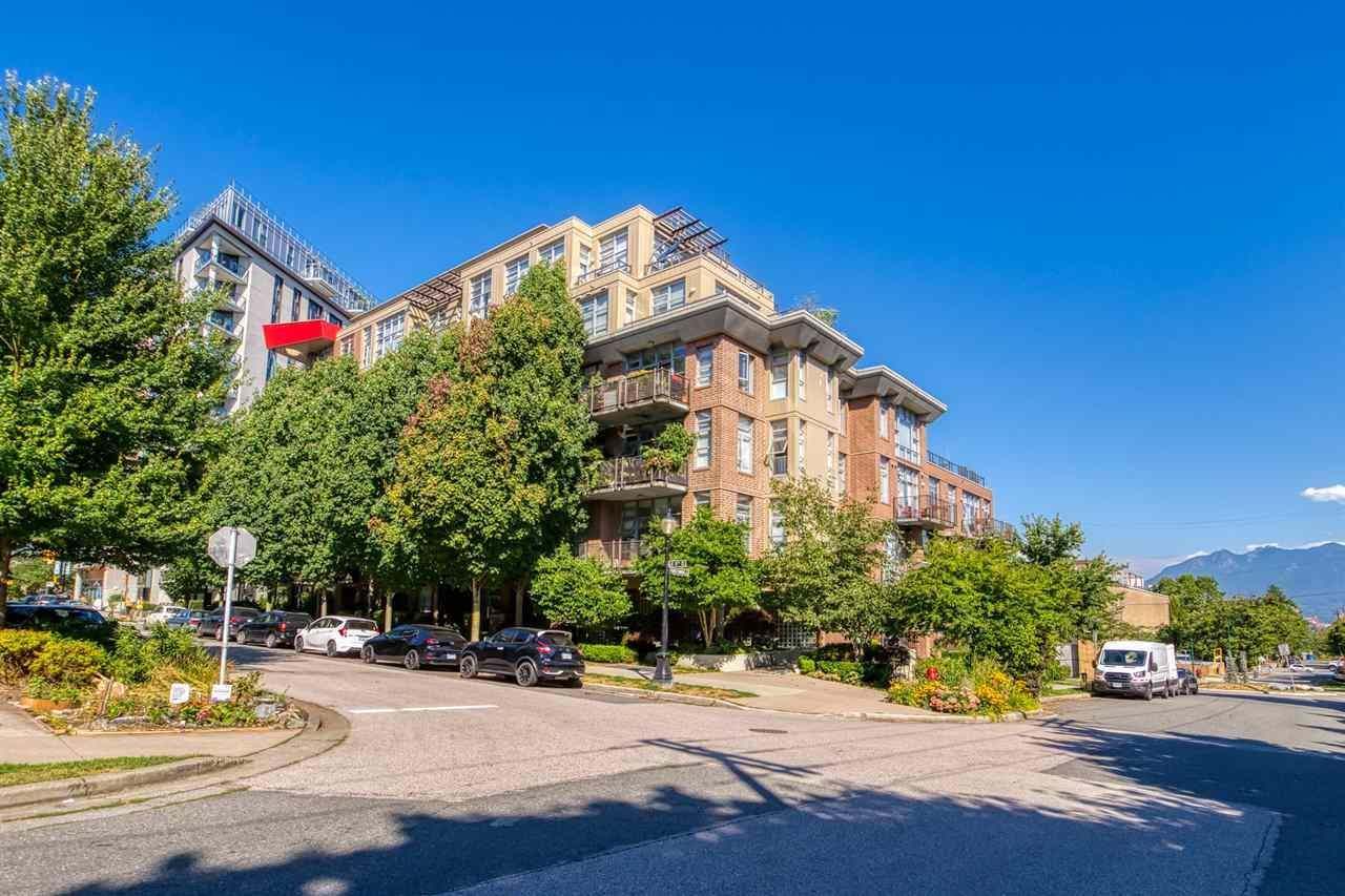 Photo 2: Photos: 207 2635 PRINCE EDWARD STREET in Vancouver: Mount Pleasant VE Condo for sale (Vancouver East)  : MLS®# R2488215