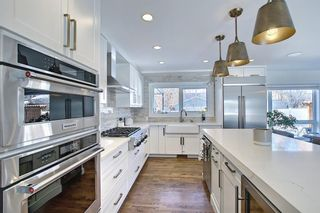 Photo 6: 6439 Laurentian Way SW in Calgary: North Glenmore Park Detached for sale : MLS®# A1071961