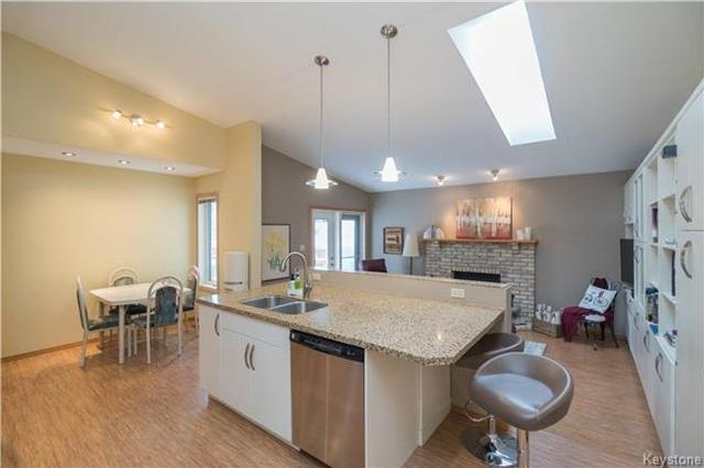 Photo 5: Photos: 67 Bethune Way in Winnipeg: Pulberry Residential for sale (2C)  : MLS®# 1803456