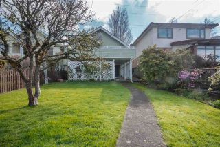 Photo 2: 33 BOUNDARY Road in Vancouver: Hastings East House for sale (Vancouver East)  : MLS®# R2359231