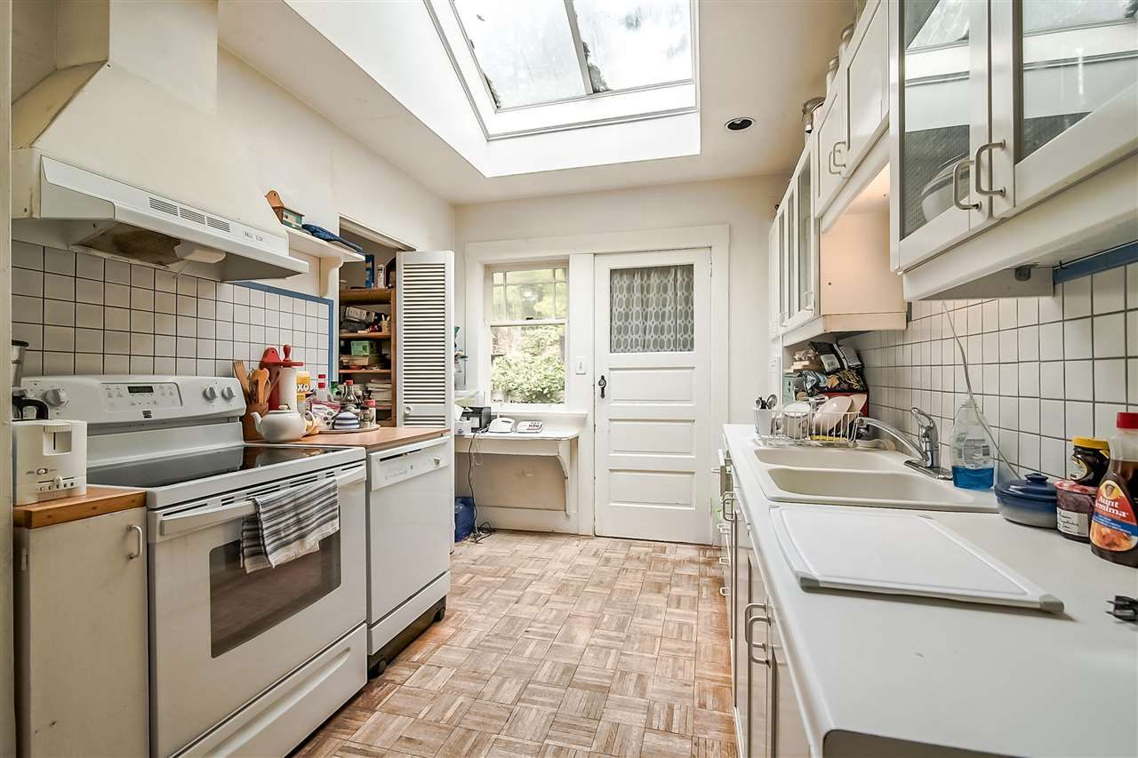 Photo 11: Photos: 3802 St Marys Ave in North Vancouver: Upper Lonsdale House for rent