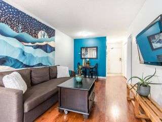 """Photo 4: 208 707 EIGHTH Street in New Westminster: Uptown NW Condo for sale in """"THE DIPLOMAT"""" : MLS®# R2625783"""