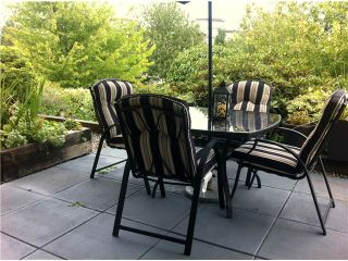 """Photo 2: 111 74 MINER Street in New Westminster: Fraserview NW Condo for sale in """"Fraserview Park"""" : MLS®# V968271"""
