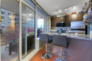 """Photo 3: 1006 892 CARNARVON Street in New Westminster: Downtown NW Condo for sale in """"AZURE 2 - PLAZA 88"""" : MLS®# R2515738"""
