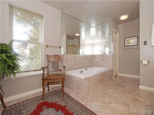 Photo 11: Photos: 244 King George Terrace in VICTORIA: OB Gonzales Residential for sale (Oak Bay)  : MLS®# 328404