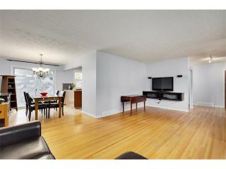 Photo 5: 4032 GROVE HILL Road SW in Calgary: Glendale House for sale : MLS®# C4088063