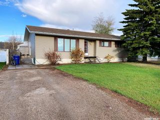 Photo 3: 405 McGillivray Street in Outlook: Residential for sale : MLS®# SK854940