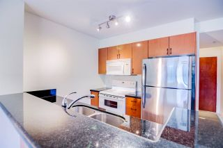 """Photo 4: 710 2763 CHANDLERY Place in Vancouver: Fraserview VE Condo for sale in """"RIVERDANCE"""" (Vancouver East)  : MLS®# R2243986"""