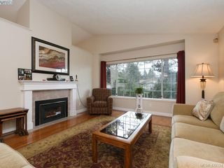Photo 2: 1 901 Kentwood Lane in VICTORIA: SE Broadmead Row/Townhouse for sale (Saanich East)  : MLS®# 835547