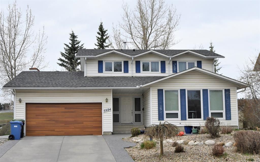 Main Photo: 5924 Dalcastle Crescent NW in Calgary: Dalhousie Detached for sale : MLS®# A1105361