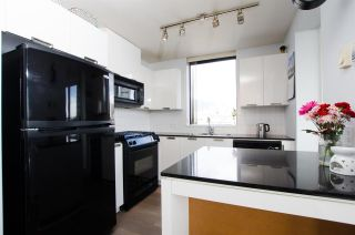 """Photo 8: 1307 151 W 2ND Street in North Vancouver: Lower Lonsdale Condo for sale in """"The Sky"""" : MLS®# R2439963"""