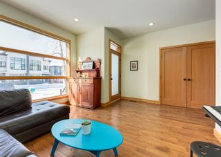 Photo 4: 3322 41 Street SW in Calgary: Glenbrook Detached for sale : MLS®# A1069634