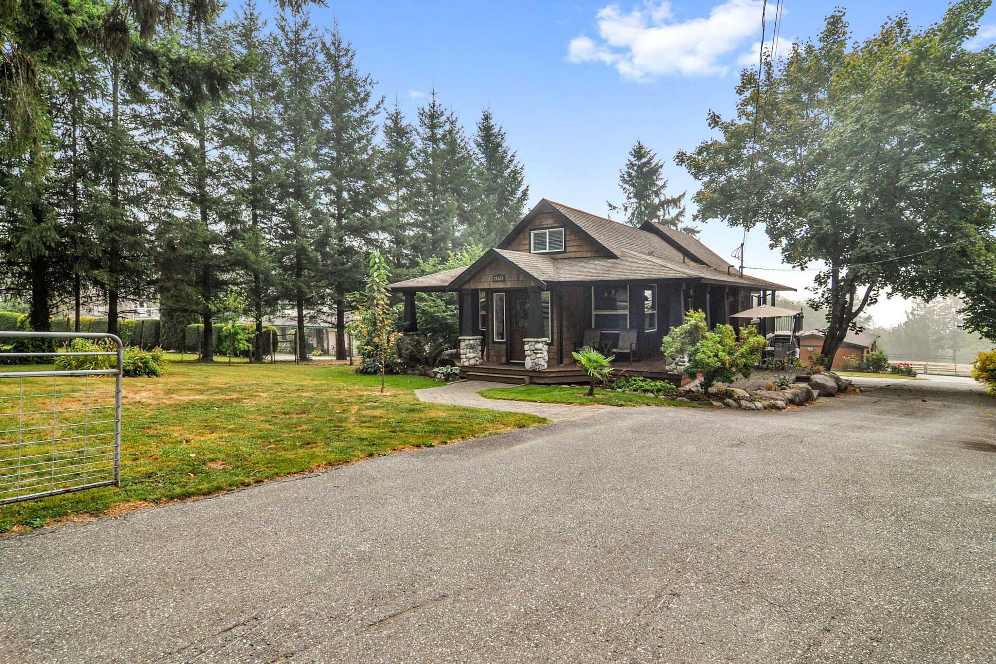 Main Photo: 26524 100 Avenue in Maple Ridge: Thornhill MR House for sale : MLS®# R2502037