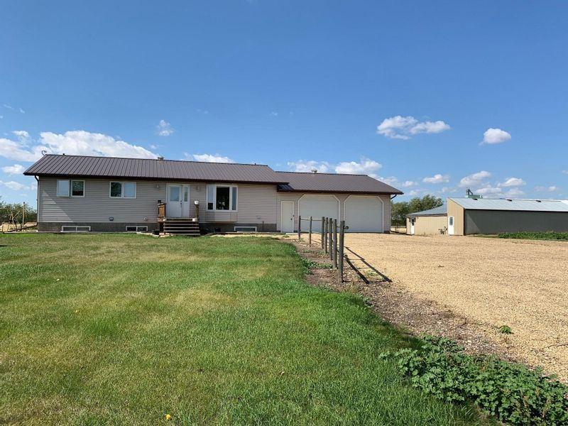 FEATURED LISTING: 44346 856 Highway Rural Flagstaff County