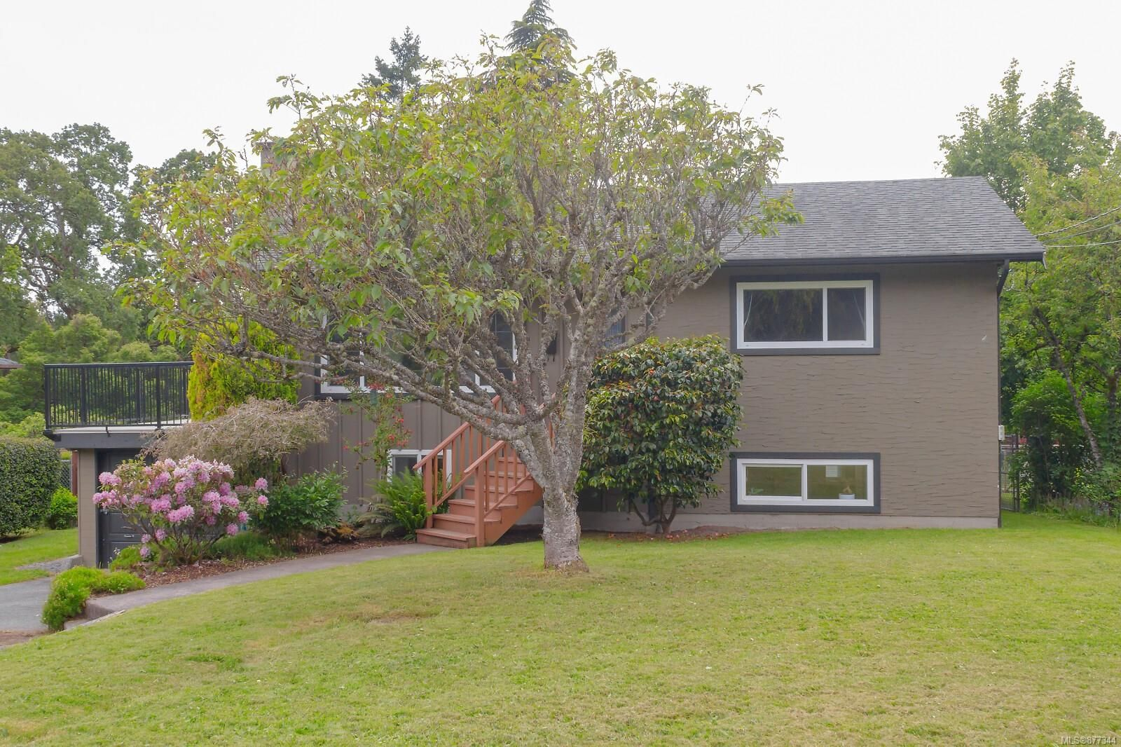 Main Photo: 875 Daffodil Ave in : SW Marigold House for sale (Saanich West)  : MLS®# 877344
