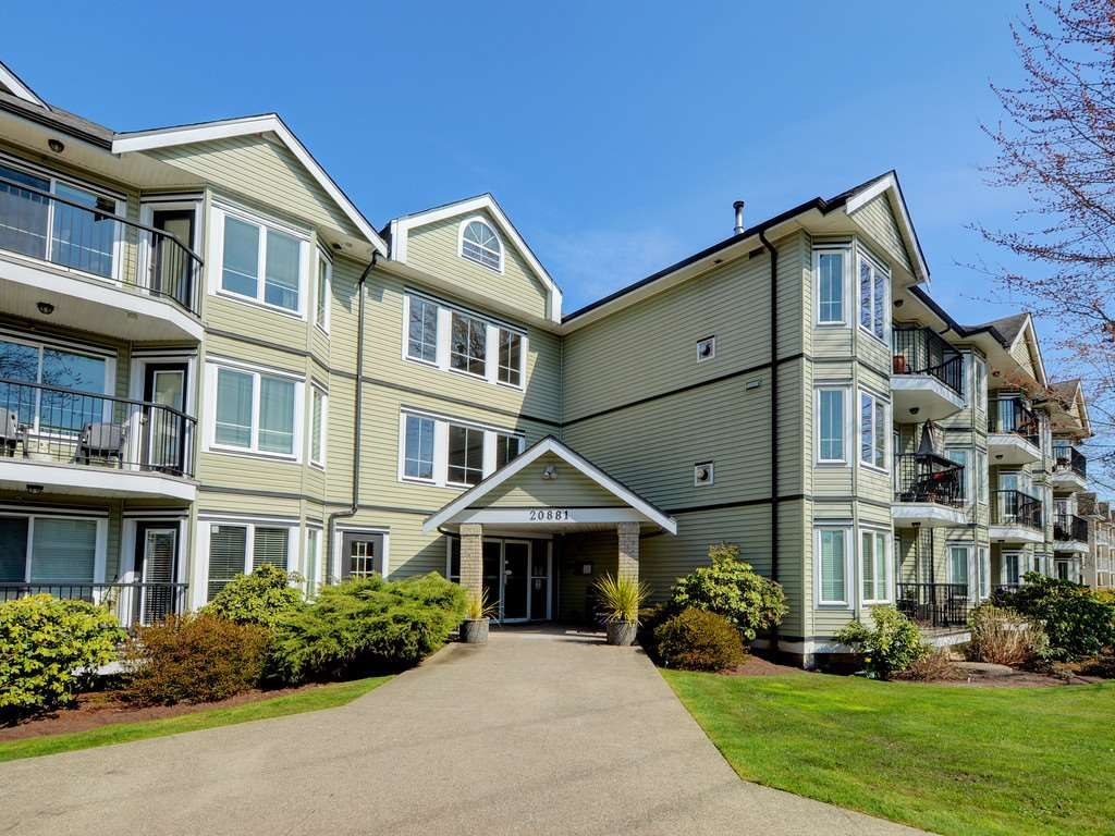"Main Photo: 110 20881 56 Avenue in Langley: Langley City Condo for sale in ""ROBERTS COURT"" : MLS®# R2355268"
