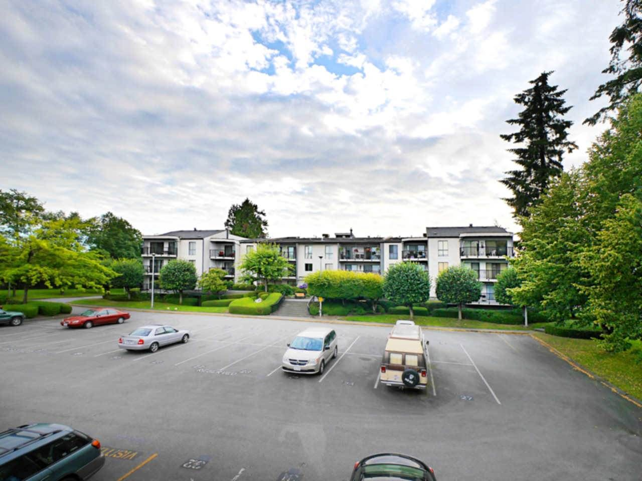 """Photo 19: Photos: 105 9952 149 Street in Surrey: Guildford Condo for sale in """"Tall Timbers"""" (North Surrey)  : MLS®# R2107429"""