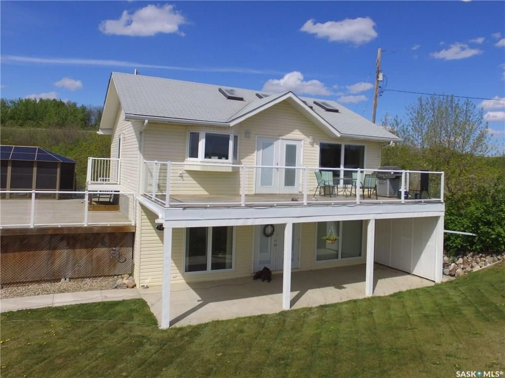 Main Photo: 703 Willow Avenue in Saskatchewan Beach: Residential for sale : MLS®# SK714686