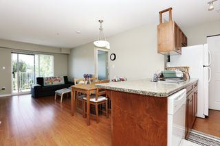 """Photo 2: 305 33960 OLD YALE Road in Abbotsford: Central Abbotsford Condo for sale in """"Old Yale Heights"""" : MLS®# R2614204"""