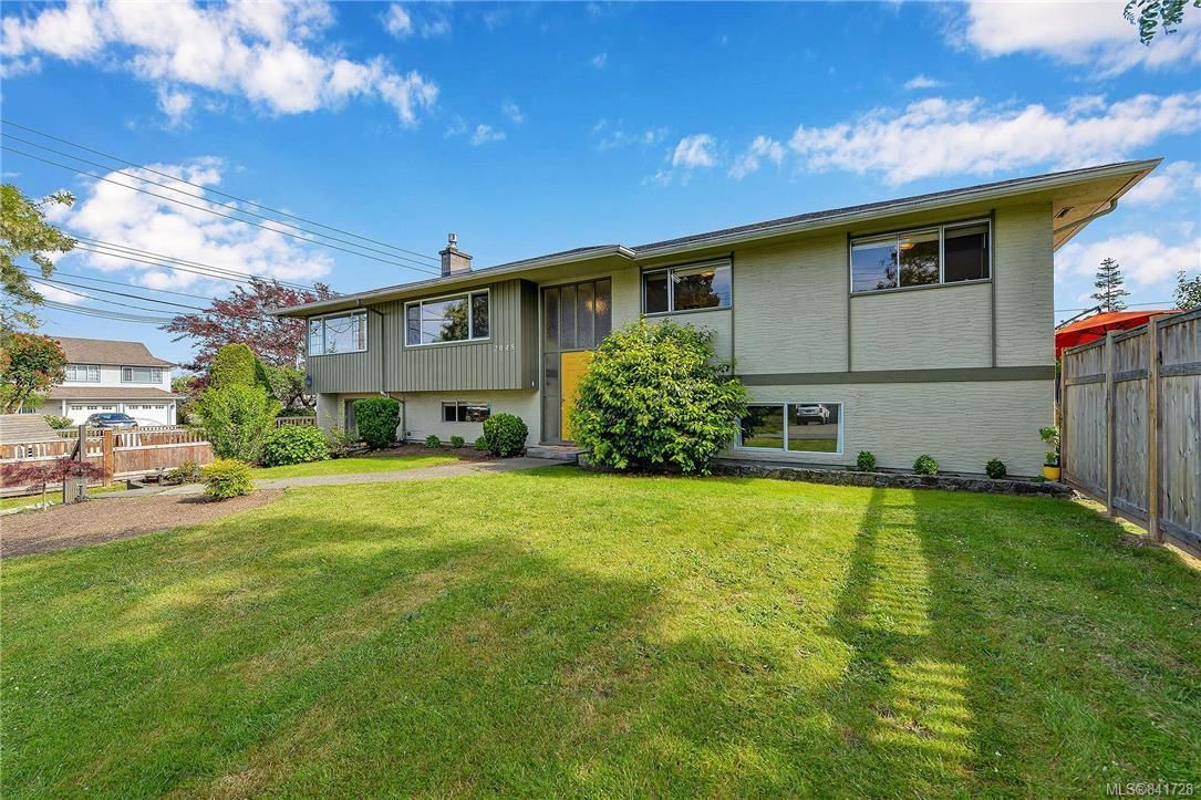 Main Photo: 2048 Melville Dr in Sidney: Si Sidney North-East House for sale : MLS®# 841728