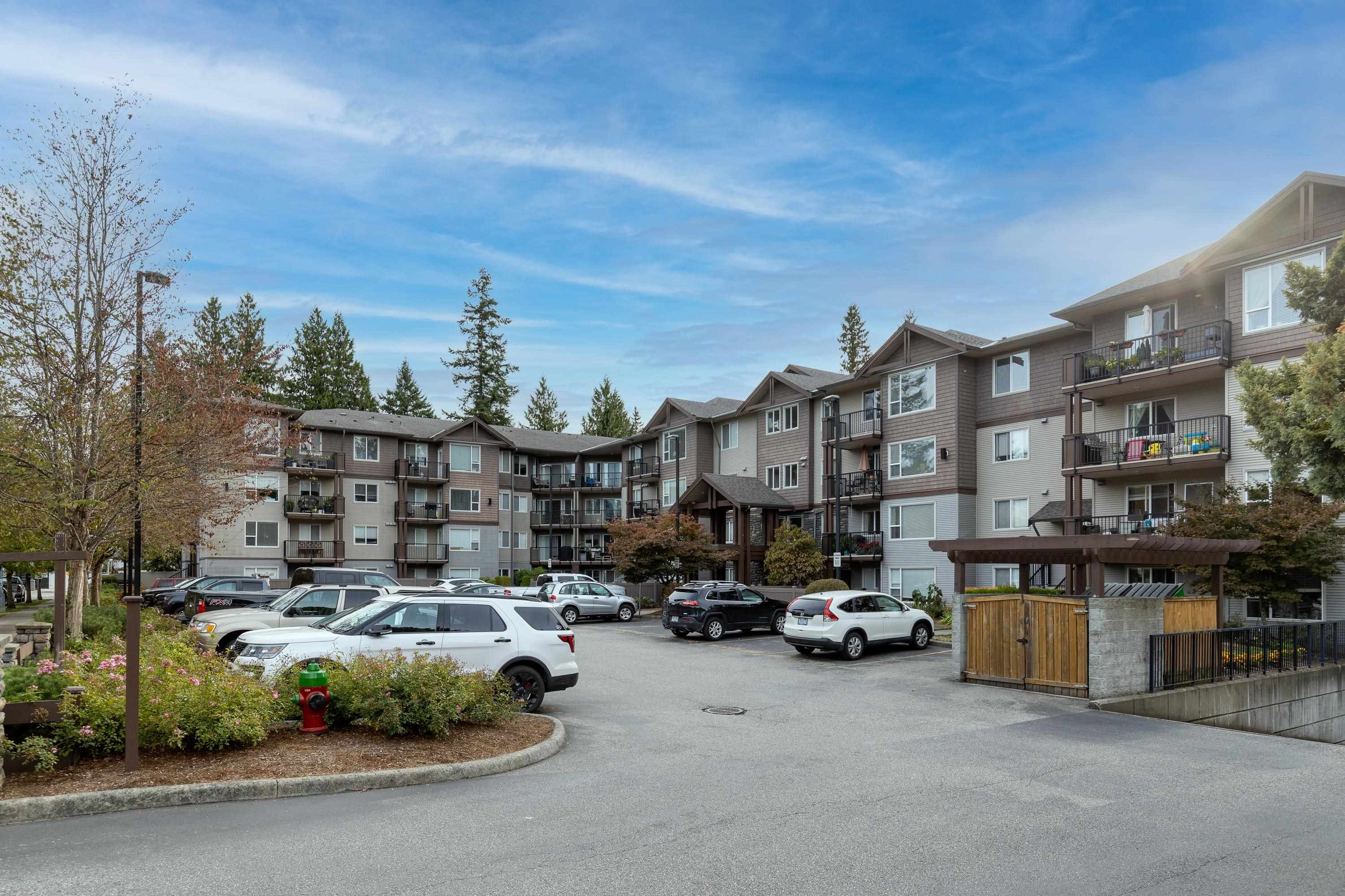 """Main Photo: 308 2581 LANGDON Street in Abbotsford: Abbotsford West Condo for sale in """"COBBLESTONE"""" : MLS®# R2619473"""