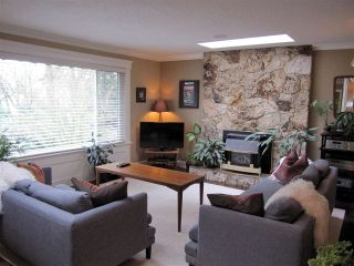 Photo 4: 12081 GREENWELL Street in Maple Ridge: East Central House for sale : MLS®# R2049109