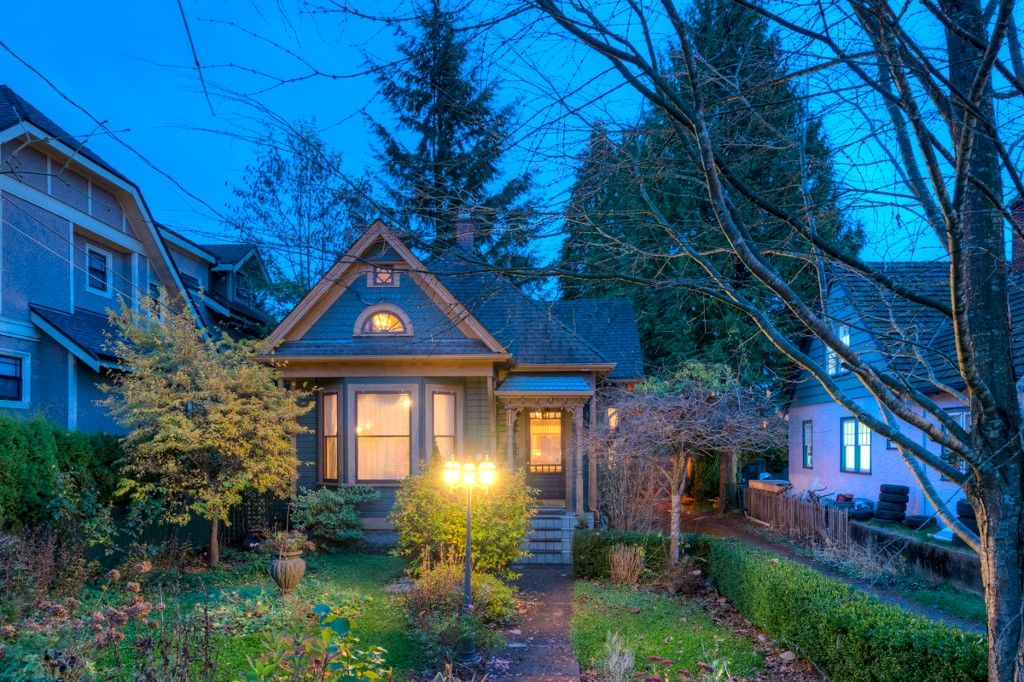 """Photo 102: Photos: 214 FOURTH Avenue in New Westminster: Queens Park House for sale in """"QUEENS PARK"""" : MLS®# R2136258"""
