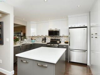 Photo 3: 62 118 Aldersmith Pl in VICTORIA: VR Glentana Row/Townhouse for sale (View Royal)  : MLS®# 817388