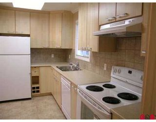 """Photo 5: 15875 20TH Ave in White Rock: King George Corridor Manufactured Home for sale in """"SEARIDGE BAYS"""" (South Surrey White Rock)  : MLS®# F2625048"""