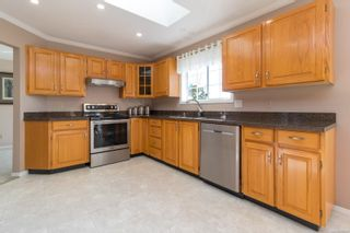 Photo 10: 1225 Tall Tree Pl in : SW Strawberry Vale House for sale (Saanich West)  : MLS®# 885986