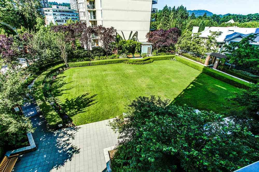 """Photo 15: Photos: 403 235 GUILDFORD Way in Port Moody: North Shore Pt Moody Condo for sale in """"THE SINCLAIR"""" : MLS®# R2187020"""